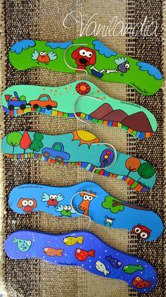Vanilandia Crafts To Make, Crafts For Kids, Arts And Crafts, Plastic Bag Holders, Kit Bebe, 3d Laser, Country Paintings, Cartoon Kids, Vintage Wood