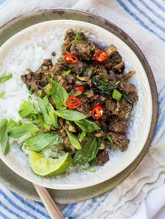 Guest Post: Basil Beef & Mushroom Rice Bowls by Kiwi & Bean | Mushrooms Canada