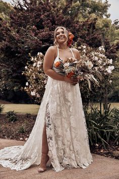 27 Plus Size Wedding Dresses to Flatter and Flaunt Your Curves - - No matter your size, your wedding dress should fit you perfectly. We've researched the best plus size wedding dresses to celebrate and flatter your curves. Dresses Elegant, Western Wedding Dresses, Wedding Dresses For Girls, Wedding Dresses Plus Size, Perfect Wedding Dress, Boho Wedding Dress, Bridal Dresses, Gown Wedding, Lace Wedding
