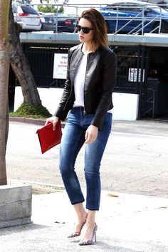 Mandy Moore shows off her floral pumps with the perfect pair of ankle-cropped jeans.