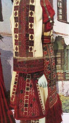 Λεπτομέρεια απο γιορτινή ενδυμασία νιόπαντρης(Βέντσια Γρεβενών)/(Λαογραφικό και Εθνολογικό Μουσείο Μακεδονίας - Θράκης)