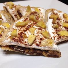 Sweet Quest Quesadilla: This one in particular was filled with peanut butter and a peanut butter #questbar and baked at 400 degrees for 10 minutes! I let it cool for a few minutes and then topped it with Greek yogurt, bananachips, and cinnamon
