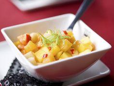 Exotische en pittige fruitsalade met mango, papaja, mandarijn en appel