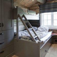Bedroom Design Ideas – Create Your Own Private Sanctuary Cabin Chic, Cozy Cabin, Basement Bedrooms, Home Bedroom, Cabin Homes, Log Homes, Corner Tub, Cabins And Cottages, Cottage Interiors
