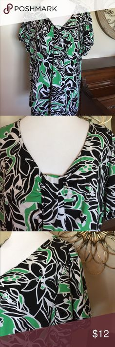 Style & Co Size 3X Green, Black & White Blouse Top Excellent Condition! Style & Co Blouse in Size 3X. Very pretty! Style & Co Tops Blouses