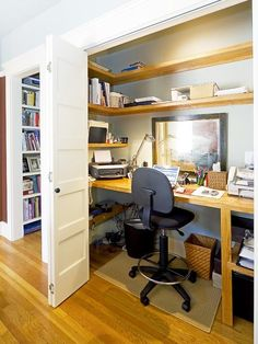 Home Design: Wood Trim In Simple Traditional Home Office Design With Closet Office And Unique Desk Lamps Also Wood Flooring With Folding Closet Door And Alcove Shelving Plus Home Office Ideas For Small Spaces Closet Desk, Home Office Closet, Office Nook, Home Office Space, Small Office, Home Office Design, Home Office Furniture, Home Office Decor, Home Design