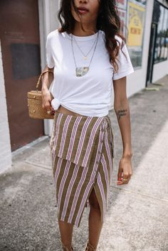 3 Reasons to Wear a White Tee Today - Moda Femminile Street Style Outfits, Mode Outfits, Fashion Outfits, Travel Outfits, Fashion Advice, Fashion Clothes, Spring Summer Fashion, Spring Outfits, Spring 2018 Fashion Trends