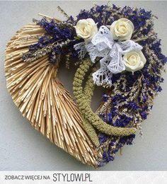 Craft Oasis: Wreaths from straw ♥ Lavender Crafts, Lavender Wreath, Lavander, Ikebana Flower Arrangement, Beautiful Flower Arrangements, Straw Weaving, Flower Factory, Nature Decor, Summer Wreath