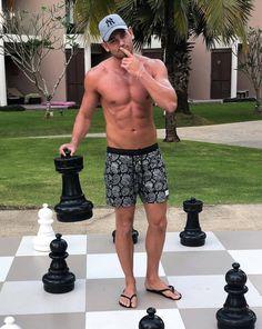 Just a Pawn... Beautiful Men Faces, Gorgeous Men, Mens Beach Shoes, Surfer Guys, Barefoot Men, Preppy Men, Mens Flip Flops, Elegant Man, Training