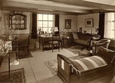 This Seems To Reflect The Older End Of 1930s Living Room Style Spectrum Home Decor1930s