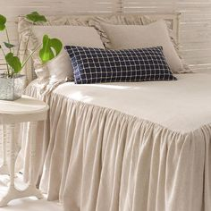 Pine Cone Hill's Wilton Bed Linens are linen bedspread coverlets, pillow shams, and pillows. This cotton-linen neutral colored collection brings Neutral Bedding, Purple Bedding, Duvet Bedding, Bedding Sets, King Comforter, Master Bedroom, Bedroom Decor, Bedding Inspiration, Cozy Bed