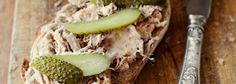 Rillettes wieprzowe Smarowidło z mięsa długo gotowanego w białym winie.