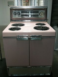 Pretty In Pink - the 1956 Frigidaire Imperial . similar to the range my mom had when we were growing up Frigidaire, Household Items, Kitchen Appliances, Stove, Vintage Kitchen, Kitchen, Frigidaire Stove, 60s Kitchen, Household