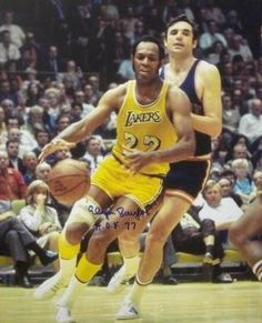 Elgin Baylor signed Los Angeles Lakers 16X20 Photo HOF 77