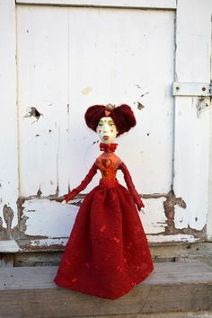 Queen of hearts art doll, paper clay ooak doll inspired by Alice in Wonderland, red dressed artist doll for doll collectors and dreamers.