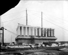 The Lincoln Memorial under construction