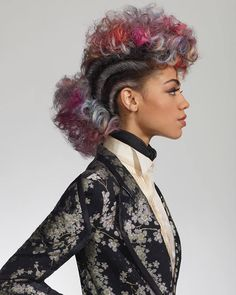 Shoot Direction by #PivotPoint ‍♀️ Hair by #VivienneMackinder  Makeup by #DavidMaderich  Fashion Styling by #MontgomeryFrazier  Photography by #RobertoLigresti ・・・ #RainbowFauxhawk with defined twists on either side of the head and a riot of pastel curls at the crown and nape. #PivotPoint #LearnForward