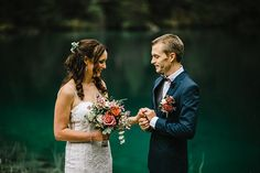 An exceptional intimate wedding in the dramatic setting of Blausee. An elopement for an Australian couple and their symbolic ceremony in Switzerland.