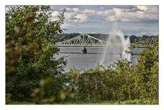 Blick auf Glienicker Brücke und Große Fontäne von Momay