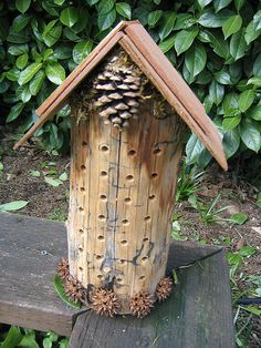 No instruction for this rustic mason bee house but it looks easy enough to figure out. So cute!