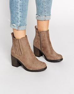 c86de5e7152435 New Look Dolly Brown Block Heel Chelsea Boots Baskets