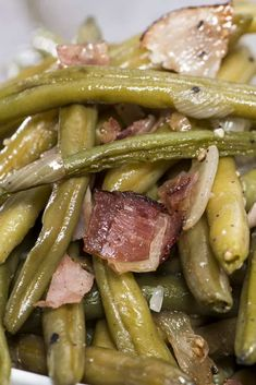 If you have ever been to Texas Roadhouse you know how divine their green beans are. This is why we had to figure out exactly how to make Texas Roadhouse green beans. Texas Roadhouse Green Bean Recipe, Copycat Recipes Texas Roadhouse, Vegetable Side Dishes, Vegetable Recipes, Vegetable Garden, Cooking Bacon, Cooking Recipes, Yummy Recipes, Cooking Tips