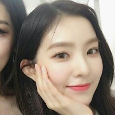 Irene - Red Velvet💛 Red Velet, Red Velvet Irene, Beautiful Inside And Out, Seulgi, Face Shapes, White Roses, Kpop, Ulzzang, Cool Girl