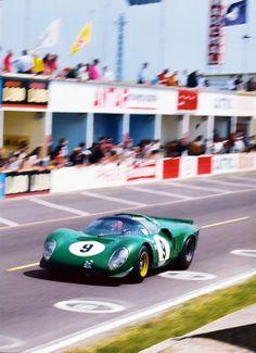 David Piper , Ferrarri 365 P2. Reims 12Hrs ,1967 :: jacqalan
