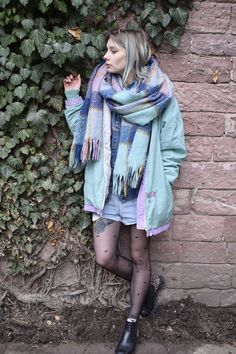 #fall #fashion #look #style #winter #coat #pastel #scarf #chunky #edgy #cozy #boots #black #retro #oldschool #vintage #alternative