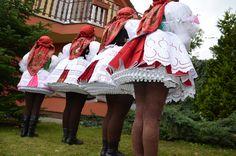 folk costume - Kroj - Jižní Morava - Vracov - schodky (spodničky musí být naskládány tak, aby dělaly pěkné schodky).