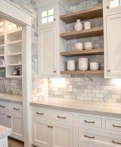 Loving this open shelving in this kitchen design from Heidi Haugen.design Loving this open shelving in this kitchen design from Heidi Haugen.design 📸 via Regal Design, Küchen Design, Interior Design, Diy Interior, Coastal Interior, Interior Modern, Design Patterns, Tile Patterns, Interior Architecture
