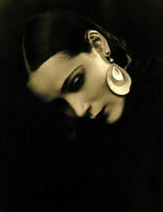 Dolores Del Rio, 1920s  .... stunning....  Una belleza que pintar.
