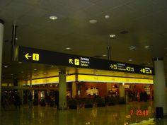 Rotulo de panaflex en aeropuerto de barcelona