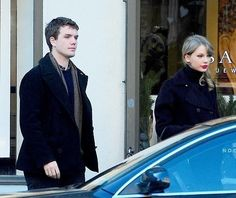 Taylor looking gorgeous with soft ponytail and the lipstick with Austin in NY Taylor Swift Family, Taylor Swift 2014, Live Taylor, Ny 1, Swift Photo, Swift 3, Her Brother, Female Singers, Her Music