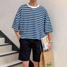 Summer New T Shirt Men's Fashion Striped Casual Five-point Sleeve Tshirt Man Streetwear Trend Wild Hip-hop Loose Cotton T-shirt Korean Streetwear, Mode Streetwear, Streetwear Shorts, Streetwear Summer, Streetwear Fashion, Korean Summer Outfits, Spring Outfits, Outfits With Striped Shirts, Korean Fashion Men