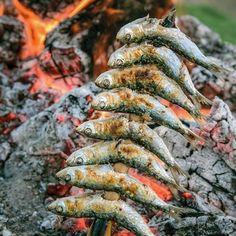 """Lunsj ute. #reiseliv #reiseblogger #reisetips #reiseråd  RepostBy @jostein1950: """"Grilled sardines. Fantastico ! (via #InstaRepost @EasyRepost)"""