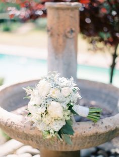 White bouquet is the best for wedding.