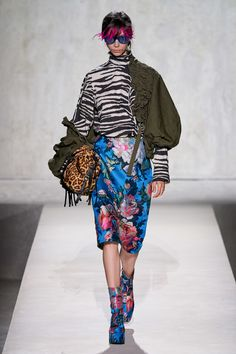 Dries Van Noten Spring 2020 Ready-to-Wear Fashion Show - Vogue Summer Fashion Outfits, All Fashion, Fashion Week, Runway Fashion, Spring Fashion, Fashion Show, Fashion Design, Paris Fashion, 2020 Fashion Trends
