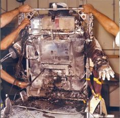 The Fire That NASA Refuses to Forget Tested com is part of Nasa space pictures The Extravehicular Mobility Unit (EMU) has been the suit worn by spacewalking astronauts since the beginning of the Sp - Apollo Space Program, Nasa Space Program, Moon Missions, Apollo Missions, Nasa Space Pictures, Apollo Spacecraft, Johnson Space Center, Nasa History, Space Race