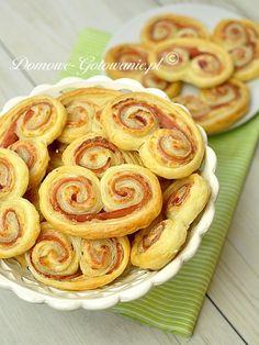 Ślimaczki serowe z szynką Onion Rings, Kitchen Recipes, Apple Pie, Tapas, Sausage, Food And Drink, Appetizers, Pizza, Cooking