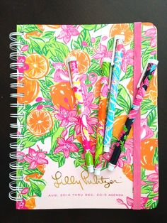 Love this gorgeous Lilly agenda!  Tons of detailed pics on the blog.