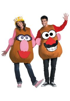 Get a versatile Disney Toy Story Halloween costume with our Potato Head costume. This costume comes with both Mrs and Mr Potato Head facial features to create a fantastic Halloween costume. Toy Story Kostüm, Festa Toy Story, Toy Story Party, Meme Costume, Costume Contest, Costume Halloween, Bonnie And Clyde Halloween Costume, Halloween Photos, Halloween Halloween