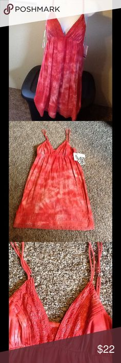 🐠Billabong the dye summer dress🌴 NWT billabong tye dye coral summer dress. Cute design on top and on the bottom. Never worn in excellent condition. Above the knees. Billabong Dresses