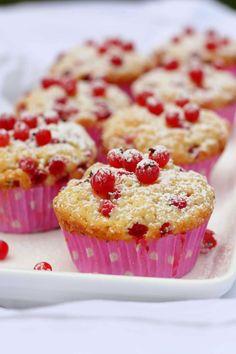Valkosuklaa-punaherukkamuffinit - Suklaapossu Sweet Pastries, Yams, Pavlova, Blondies, Smoothie, Food And Drink, Gluten Free, Cupcakes, Sweets