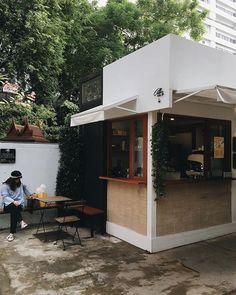 Cafe Shop Design, Small Cafe Design, Cafe Interior Design, Retail Store Design, Coffee Shop Bar, Small Coffee Shop, Container Coffee Shop, Mini Cafe, Coffee Stands