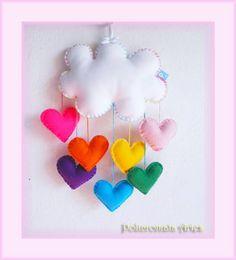 Lindo móbile de nuvem e corações coloridos. Uma chuva de amor.  Feito com feltro e enchimento acrílico. Ideal para enfeite de quarto das crianças. Podem ser feitos em outras cores. Aceitamos encomendas. NESTE MODELO, A NUVEM TEM 25 CM DE COMPRIMENTO. Com o nome em feltro aplicado na nuvem, haverá um ascréscimo de R$ 3,00. R$ 25,00