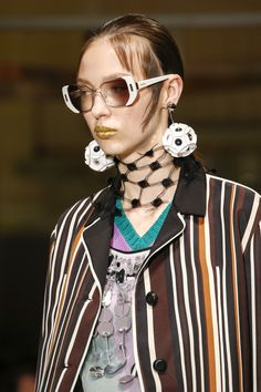 69832a35a12c Prada Spring 2016 Ready-to-Wear Accessories Photos - Vogue Top To Toe