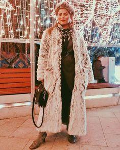 Sara Carvajal de Popa (@saracarvajaldepopa) • Instagram photos and videos Kimono Top, Photo And Video, Instagram, Videos, Photos, Outfits, Tops, Women, Fashion