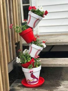 Marvelous Tipsy Pots Planter Ideas For Garden and Balcony - Balcony Decoration Ideas in Every Unique Detail ideas flower pots Clay Pot Projects, Clay Pot Crafts, Diy Projects, Diy Crafts, Painted Clay Pots, Painted Flower Pots, Clay Flower Pots, Garden Crafts, Diy Garden Decor