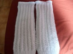 Polaina encomendada, polaina feita. rs. Lã d' primeira branca, agulha 4 na barra e 5,5 na perna, 48 pontos e 35 cm de altura. Depois da ba...